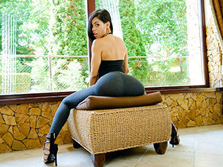 Gorgeous Latina Demonstrates Us Her Positions